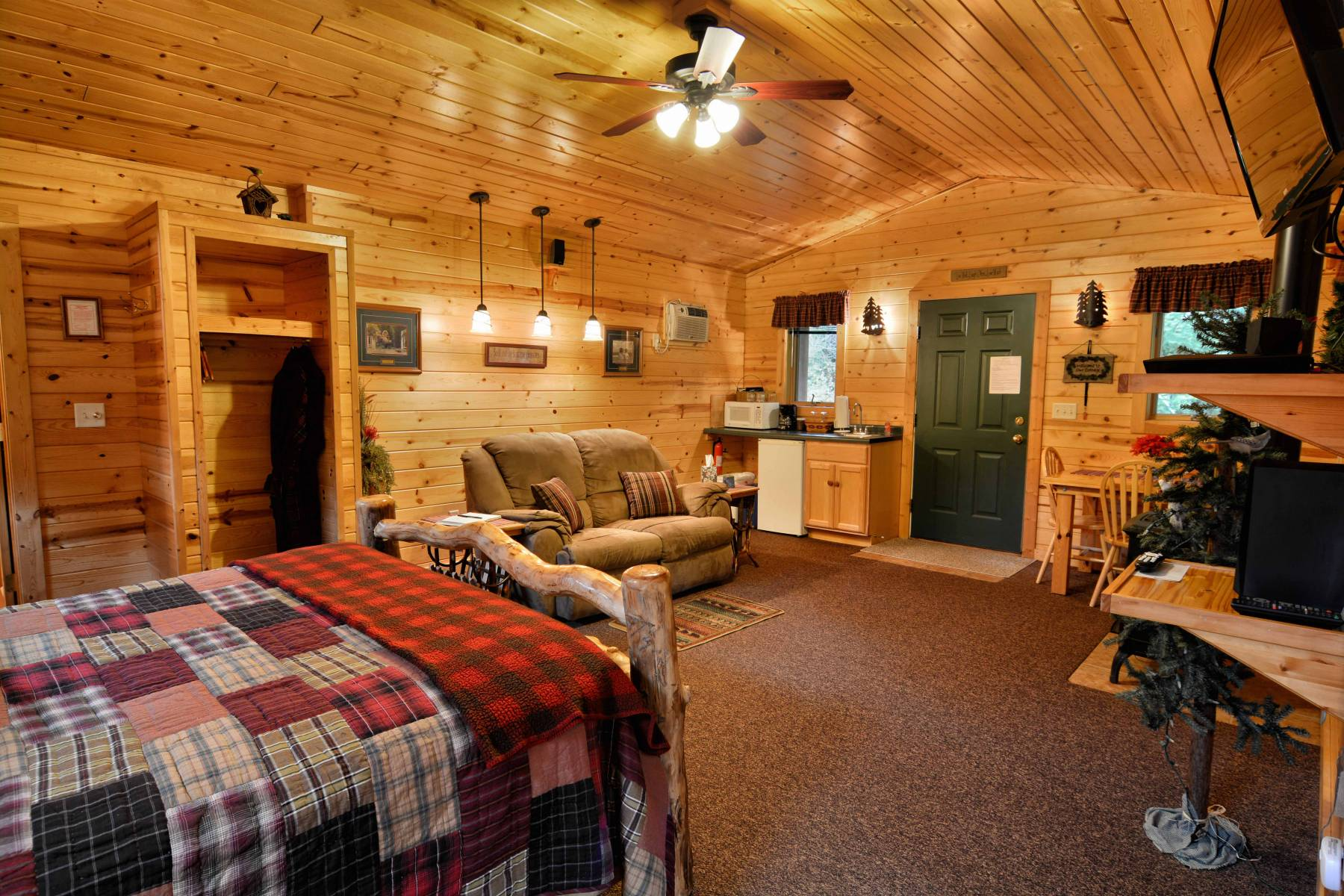 Bayfield Accommodations with Jacuzzi Tubs